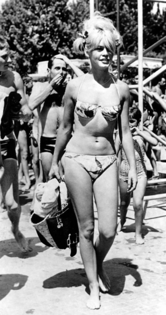 История купального костюма